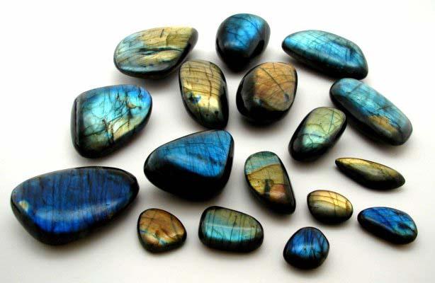 pierres-labradorite-clairemedium