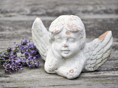 Engel mit Lavendel