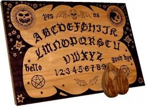 """Planchette en bois de Ouija et la """"goutte"""" (pointeur mobile)"""