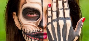 Maquillage d'halloween : thème illuminati