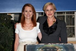 Allison Dubois, la vraie médium, et l'actrice Patricia Arquette