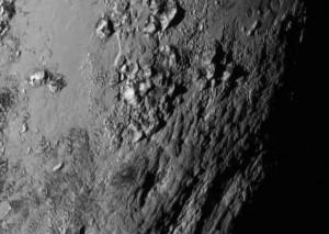 des montagnes sur Pluton. Images Nasa