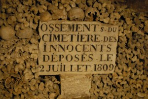 ossements paris catacombes