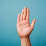 Chiromancie : la fixation des doigts