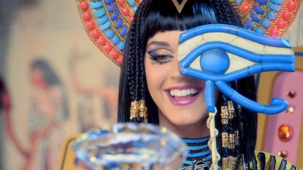 Katy Perry : le clip «Dark Horse» et les signes illuminati
