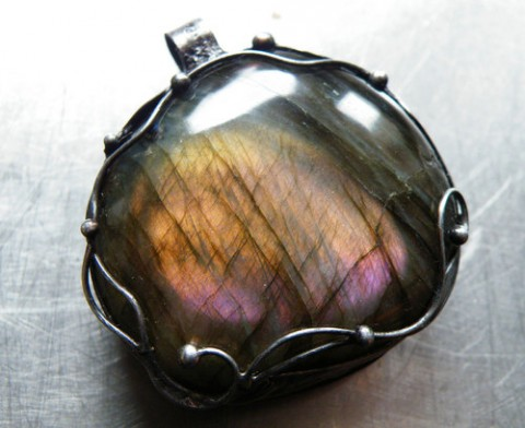 Comment les bijoux peuvent-ils nous aider à nous sentir plus spirituels ?